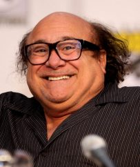 861px-Danny_DeVito_by_Gage_Skidmore